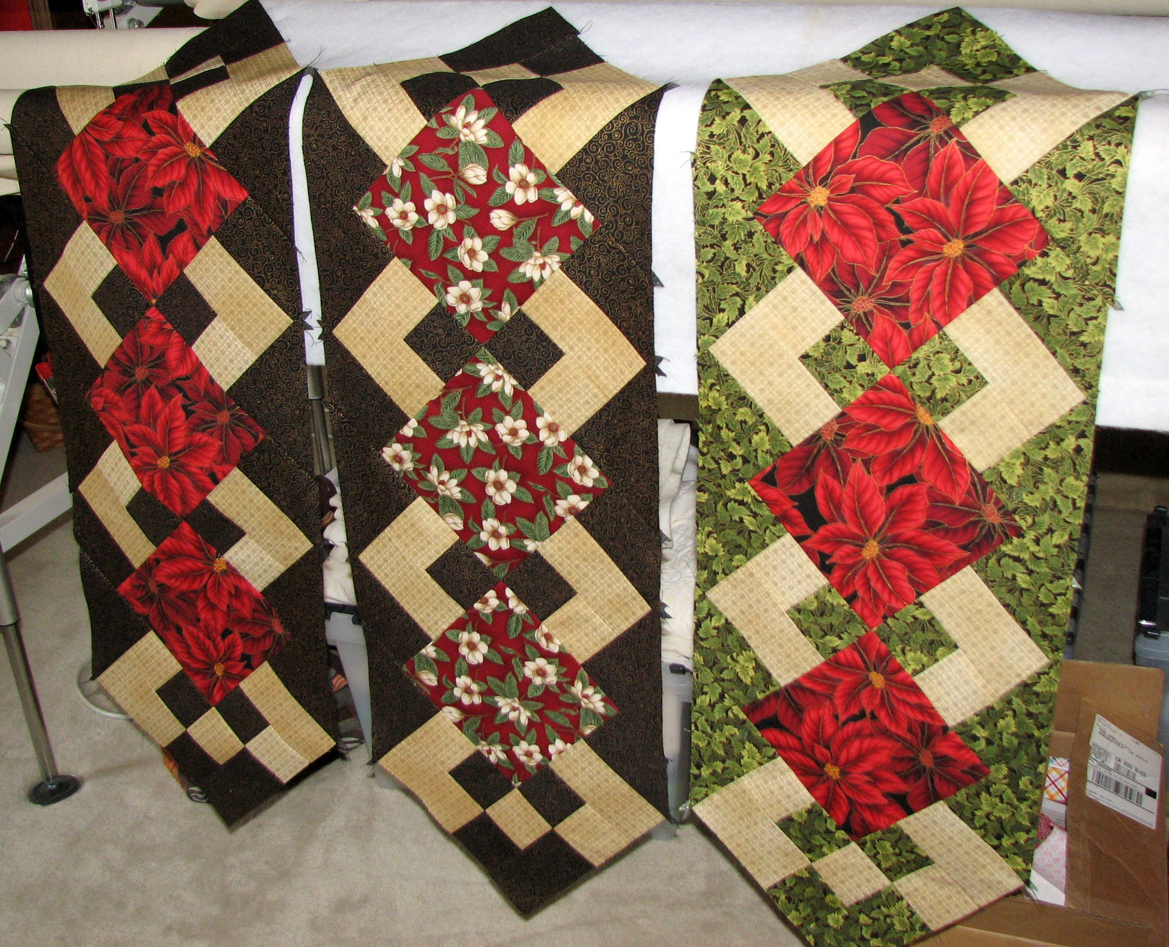Free Pattern Christmas Quilt Table Runner : christmas table runners
